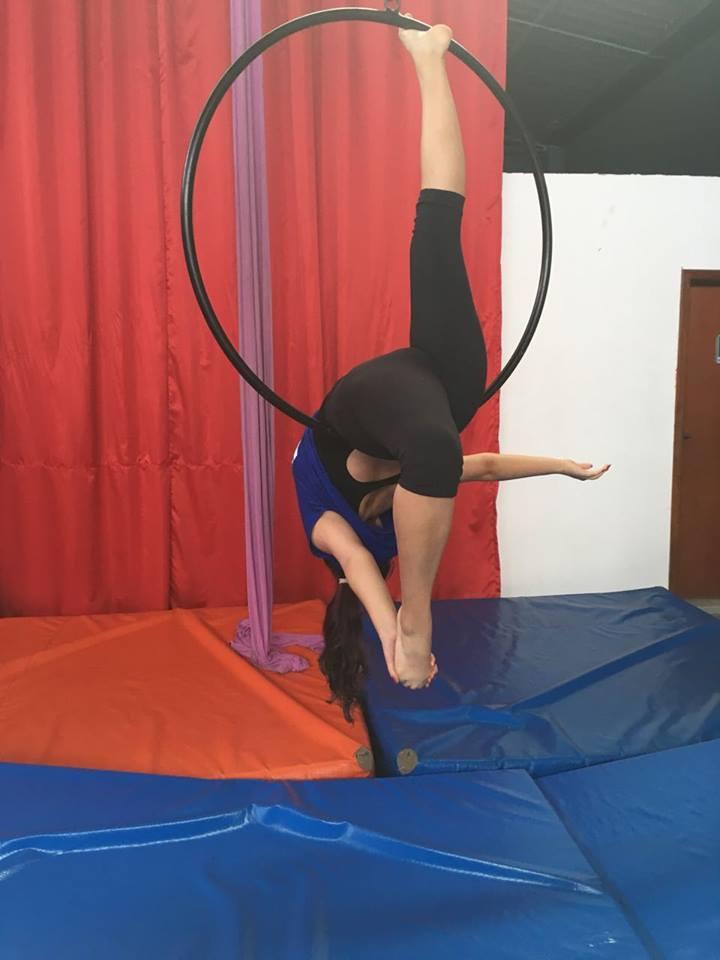 Aluna de Jornalismo se dedica ao circo